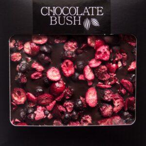 Czekolada gorzka z czarną porzeczką i jagodami - kosz prezentowy MiaBox